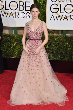 Anna Kendrick in Monique Lhuillier at the Golden Globes 2015