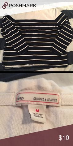 Gap lightweight sweater Perfect for the transition season! In excellent condition GAP Sweaters Crew & Scoop Necks