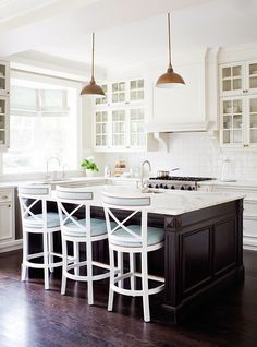 More ideas below: Small L Shaped Kitchen With Island Floor Plans Galley L Shaped Kitchen Layout Design Farmhouse L Shaped Kitchen With Peninsula Tiny L Shaped Kitchen Remodel Ideas L Shaped Kitchen With Pantry and Bar Black Kitchens, Cool Kitchens, New Kitchen, Kitchen Decor, Kitchen White, Kitchen Ideas, Design Kitchen, Kitchen Colors, Kitchen Wood