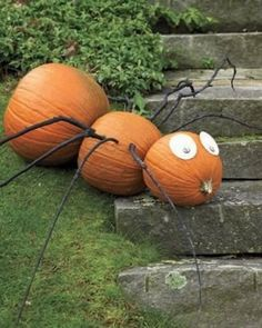 Our beautiful outdoor Halloween pumpkin decorations include carved, and manymore. This DIY Halloween yard deco Homemade Halloween Decorations, Easy Halloween Crafts, Outdoor Halloween, Scary Halloween, Halloween Pumpkins, Halloween Party, Halloween Spider, Halloween Projects, Spooky Scary
