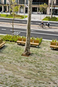 Traitement du sol parking + transitions    Passeig De St Joan Boulevard by Lola Domènech-04 « Landscape Architecture Works | Landezine Landscape Architecture Works | Landezine