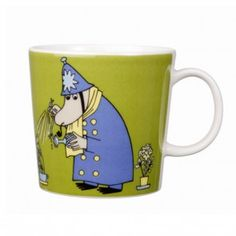 This green Moomin mug featuring the Inspector was released in 2009 and was elegantly illustrated by Tove Slotte-Elevant. Complete your collection of Moomin mugs with this lovely piece. Also see the other parts of the Moomin Inspector series. Moomin Shop, Moomin Mugs, Moomin Valley, Tove Jansson, Nordic Design, Ceramic Cups, Ceramic Art, Mug Designs, Issey Miyake