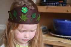 Hippos and Dinosaurs: Felt Crown Tutorial {with template}