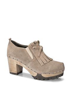 OKI Bailey tan #softclox #soft #clogs #munich #muc #OKIBailey #tan #nude #woddensole #fall #shoes #fallshoes #fallfavorites #veloursleather