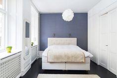 Weisses schlafzimmer ~ Schlafzimmer weiß bett kopfteil shaggy teppich schlafzimmer