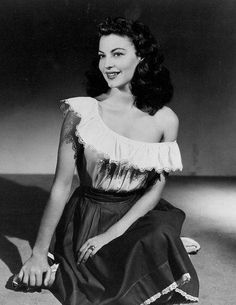 Ava Gardner Old Hollywood Stars, Old Hollywood Glamour, Golden Age Of Hollywood, Vintage Hollywood, Classic Hollywood, Classic Actresses, Beautiful Actresses, Hollywood Actresses, Actors & Actresses