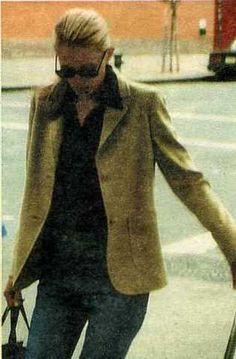 How to wear 'basics' like Carolyn Bessette-Kennedy : 네이버 블로그 Les Kennedy, John Kennedy Jr, Jfk Jr, Caroline Bessette Kennedy, Jacqueline Kennedy Onassis, Calvin Klien, John Junior, Cool Style, My Style