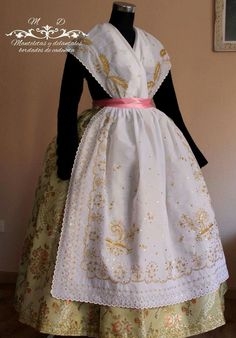 Spanish Costume, Fasion, Costumes, Outfits, Folklore, Vestidos, Silk Fabric, Female Clothing, Chain Stitch