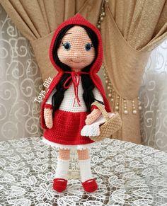Eveeett sonunda bittikendi tarifim olan kırmızı başlıklı kızı begenilerinize sunarım ❤❤❤ küçük durduğuna bakmayın boyu tam 30cm . . Arkada görünen kolonya şişesini görmüyoruz tamam mi . Bilgi ve Sipariş için ↪ DM . . #amigurumi #handmade #amigurumidoll #amigurumist #organikoyuncak #natural #antalya #oyunarkadaşı #amigurumilove #amigurumitoy #amigurumis #crochet #crocheted #amigurumianimals #amigurumi #amigurumiloves #elemeği #animal #kırmızıbaşlıklıkız #girl #chi...