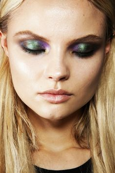 CHIC MAKEUP l mermaid lids http://www.sephora.com/single-eye-shadow-P0249?om_mmc=Googlepla,_requestid=42976,cm_mmc=us_search-_-GG-_-pla-_-,ci_src=17588969,ci_sku=221135