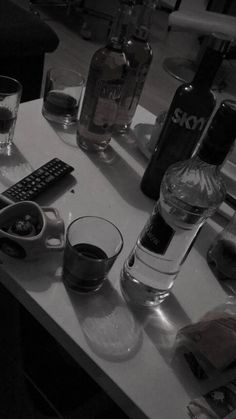 Instagram Party, Mood Instagram, Instagram Frame, Instagram Story Ideas, Photo Instagram, Alcohol Aesthetic, Daddy Aesthetic, Party Drinks Alcohol, Alcoholic Drinks