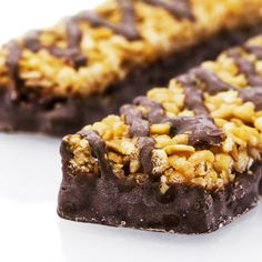Μπάρες βρώμης με μαύρη σοκολάτα & καρύδια Healthy Bars, Healthy Desserts, Easy Desserts, Delicious Desserts, Easy Sweets, Homemade Sweets, Food Network Recipes, Food Processor Recipes, Yummy Snacks