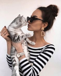 Purr-Worthy Ways For Moms To Celebrate Mother's Day With Cats - CatTime Instagram Chat, Photo Instagram, Girly Pictures, Cute Photos, Best Photo Poses, Selfie Poses, Cat Photography, Cat People, Cool Pets