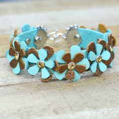 Live everyday in spring with this floral riveted cuff Diy Leather Earrings, Leather Jewelry, Leather Craft, Leather Cuff Bracelets, Metal Jewelry, Geek Jewelry, Gothic Jewelry, Jewelry Necklaces, Fashion Jewelry