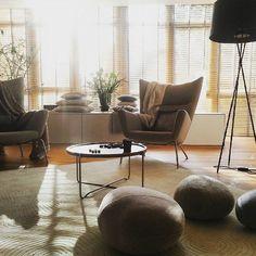 ... #minimalism #essentials #classic #morningsun #interior  #interiorarchitecture #interiordesign #details @carlhansenandson  #santaandcole #kinnasand