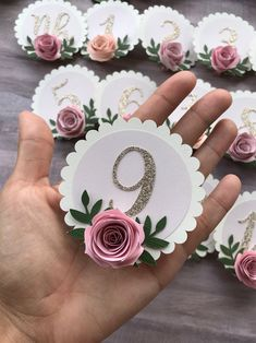 Paper Flowers Craft, Paper Roses, Flower Crafts, Diy Flowers, Paper Crafts, Birthday Photo Banner, 1st Birthday Photos, Diy Birthday, Picture Banner