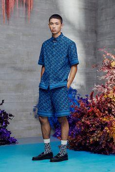 Dior Fashion, Men Fashion Show, Runway Fashion, Mens Fashion, Kimono Fashion, Vogue Paris, Dior Men, Textiles, Men Looks