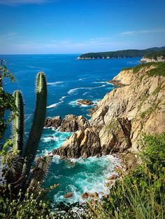 Exploring the Beaches of Huatulco, Mexico - located on the Pacific Coast - We spent four nights in this little Mexican beach town - Click to learn more about all the different playas in the area! - Trailing Rachel