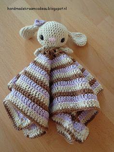 Handmade kraamcadeau: Knuffeldoekje konijn