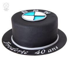 Cake design. Gâteau personnalisé en pâte à sucre sur le thème logo BMW. Sugar paste BMW themed cake by Les Délices de Marion.