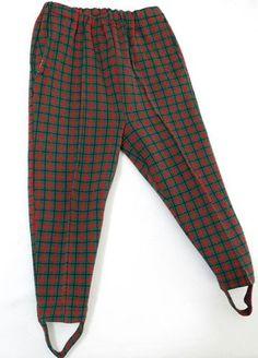 Vreselijke broeken!!! Voorloper van de legging denk? Met van die elastieken banden voor om je voeten.