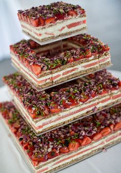 wedding-cake-inspiration-cheese-wheel-naked-cake-flowers-traditional-cool-rainbow4