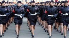 ロシア・サンクトペテルブルクで、対ドイツ戦勝記…:世界の女性警察官 写真特集:時事ドットコム