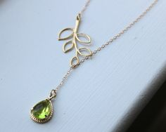 Peridot Apple Green Lariat Necklace Lariet Leaf Gold by laalee