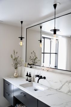 Före & efterbilder av vårt badrum. Vilken förvandling det blev! - Valerie Aflalo Grey Bathroom Tiles, Laundry In Bathroom, Bad Inspiration, Bathroom Inspiration, Home Building Design, House Design, Relaxing Bathroom, Bathroom Design Luxury, Dream Bathrooms
