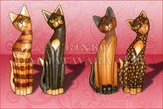 Puiset kissat, kaikissa korkeuksissa mustat ja valkoiset tai hyvin vaaleat puun väriset ei kirjavia !!