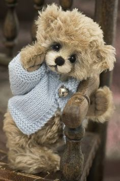 ~ It's a Colorful Life ~ theenchantedcove.tumblr.com Love Bear, Oso Teddy, My Teddy Bear, Cute Teddy Bears, Bear Toy, Ana Rosa, Vintage Teddy Bears, Teddybear, Charlie Bears