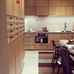 Den nya luckan ekerstad är helt rätt och skapar värme i ditt hem, Välkommen till IKEA Jönköping för ännu mer inspiration #ikeajönköping #belysning #ikeafood #ikea #ekestad #itallstartswiththefood