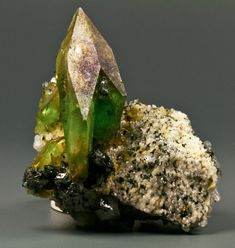 Titanite Sphene from Pakistan (photo by Canvas)
