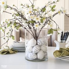 Learn how to make this GORGEOUS quick 10 minute floral arrangement with DIY Easter Egg vase filler! So pretty for a Spring and Easter dining table, kitchen island or coffee table vignette. eggs fillers Floral Arrangement With DIY Easter Egg Filler Arreglos Ikebana, Vase Fillers, Deco Floral, Floral Cake, Spring Home Decor, Spring Kitchen Decor, Deco Table, Easter Crafts, Floral Arrangements