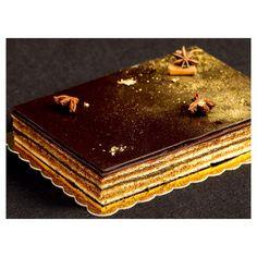 """Opéra cake with cinnamon and chili pepper. Opéra почти классическая, пряно-согревающая: ореховый бисквит, пропитанный кофейным сиропом с корицей, кофейный крем с ликером """"Бейлис"""", ганаш из горького шоколада с корицей и перцем чили."""