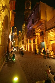 Old cairo street . Life In Egypt, Egypt Today, Old Egypt, Cairo Egypt, Places To Travel, Places To See, Cairo Tower, Places Around The World, Around The Worlds