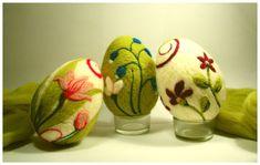 Bildergebnis für pisanki z filcu Easter Art, Easter Crafts, Felt Crafts, Easter Eggs, Felted Soap, Wet Felting, Needle Felting, Fairy Crafts, Felt Fairy