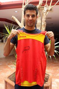 Gana una camiseta de la selección firmada por el campeón de Europa Miguel Ángel López. Participa en nuestro concurso para optar a este magnífico regalo: http://docs.google.com/forms/d/1uMDbczmApeFjvqlgZnu1-RuTrqdfB1nAxvbQ232UUyE/viewform