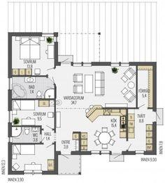 """Ein repräsentatives Haus mit großem Walmdach, das sich bei nicht vorhandenem Keller sehr gut als Stauraum nutzen lässt. Der Bungalow erlebt gerade sein Comeback als """"Lifestyle-Bauform"""" mit offenen Grundrissen und lichtdurchfluteten Räumen. Das großzügig bemessene Walmdach sorgt für einen geschützten Eingangs- und Terrassenbereich. Die getrennten Trakte """"Schlafen"""" und """"Wohnen"""" sind ein klarer Vorteil dieses schönenLäs mer"""