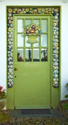 Clovelly, Devon, England, green, lime door, entrance, doorway, beauty, ornaments, details, photo