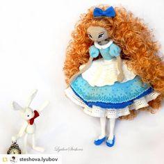villy_vanilly_shop:: Repost from @steshova.lyubov:Идем Алиса идем же!!)) #villy_vanilly_shop #weamiguru #amigurumi #crochet #amigurumicrochet #love #crochetaddict #crochets #croche #crocheting #handmade #cute #knitting #amigurumis #doll #амигуруминазаказ #амигурумик #вязание  #toys_gallery #вязаниеназаказ #вязанаяигрушка #вязаниемоехобби #хобби  #хендмейд #ручнаяработа #игрушкиручнойработы #игрушка #игрушканазаказ #игрушкакрючком #крючком
