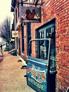 Antique Archaeology, Nashville, TN. A home base of Mike Wolfe – History Channel's 'American Picker'.