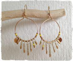 Boucles d'oreille créoles en gold filled avec perles miyuki dorées et jaunes. A retrouver sur alittlemarket boutique une brindillenor.