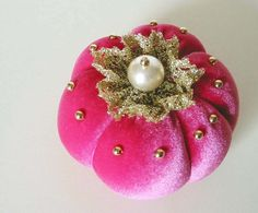 Shabby Chic Pincushion RUSPBERRY PUMPKIN by BelleCoccinelle - adorable and I don't even sew!