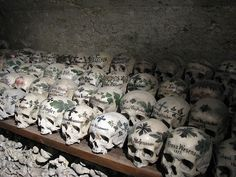 Skulls. unkown practice. If you have info please email  me.