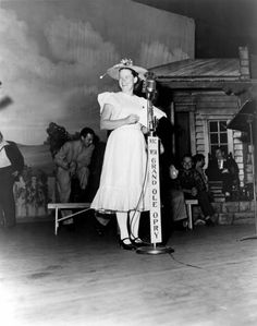 Minnie Pearl making waves at the Grand Ole Opry Life In The 1950s, Grand Ole Opry, Making Waves, Nashville, Tennessee, Nostalgia, History, Country, Legends