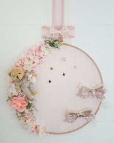 Kapı Süsü Cute Crafts, Diy And Crafts, Crafts For Kids, Diy Projects Design, Embroidery Hoop Crafts, Baby Presents, How To Make Toys, New Years Decorations, Baby Bedroom