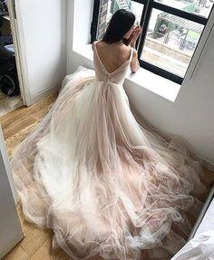@kellyfaetanini provides their blushing brides such fabulous details!! #KellyFaetanini