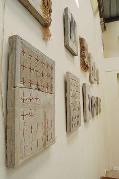 ristipistot/muu kirjailu pellavacanvaksessa ja osana ekspressionistista tai pikemminkin abstraktia maalausta