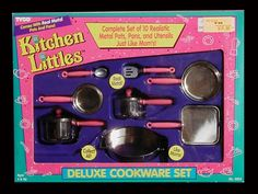 Barbie Kitchen Littles Deluxe Cookware Set Barbie Doll Accessories, Doll Clothes Barbie, Barbie Stuff, Barbie House Furniture, Doll Furniture, Barbie And Ken, Barbie 1990, Mattel Barbie, Barbie Kitchen